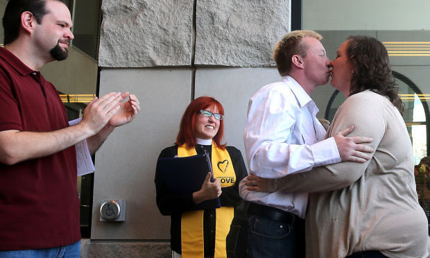 Wyoming gay couples get marriage licenses